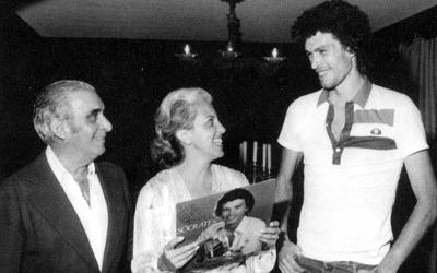 Marlene entre Vicente Matheus e Sócrates.